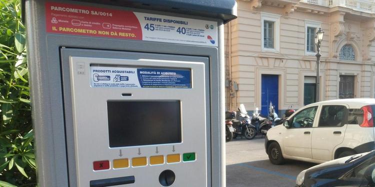 Parcometri taroccati, così la gang raggira gli automobilisti a Salerno