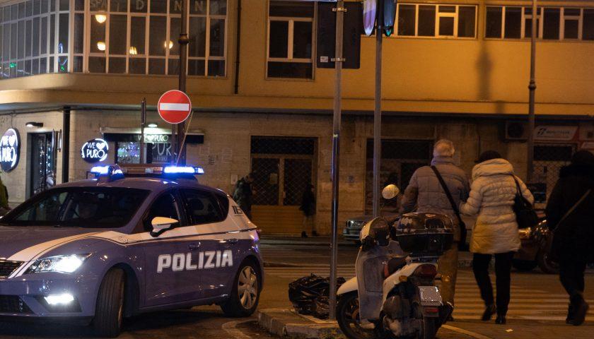 Salerno, extracomunitario in manette per aggressione ad alcuni agenti in piazza Vittorio Veneto