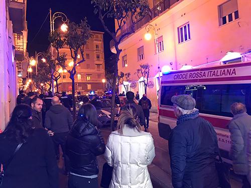 Salerno, ubriaco in un bar aggredisce carabiniere: arrestato straniero