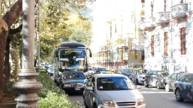 Salerno, con il caldo aumentano i livelli di biossido di azoto: scatta il divieto di circolazione per alcune categorie di autoveicoli e veicoli commerciali
