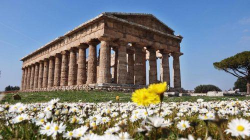Cultura orientale e occidentale si danno appuntamento a Paestum, con lo yoga nei Templi