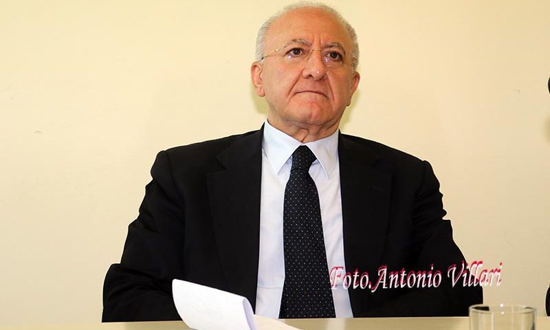"""Appello di De Luca al Governo: """"confermi in maniera chiara e forte l'obbligo per tutti di rimanere a casa"""""""