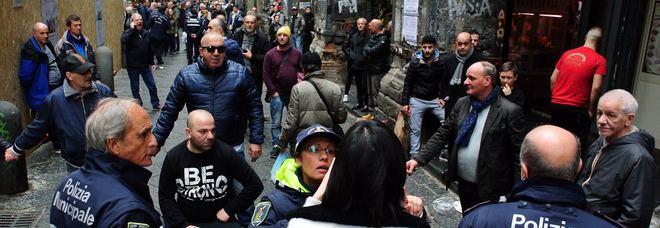 Offensiva contro gli ambulanti, scattano i primi Daspo a Salerno
