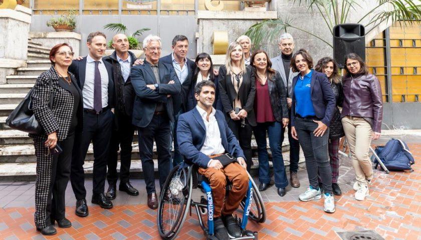 Il Comune di Salerno dona una carrozzina sportiva all'atleta di para-badminton Gerardo Valentino Acito