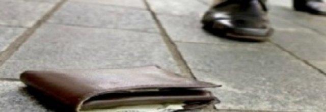 Trova un portafogli con 250 euro, il proprietario non lo ringrazia