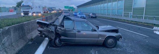 Tamponamento fatale nella notte sull'A1: due morti e cinque feriti tra Acerra e Afragola