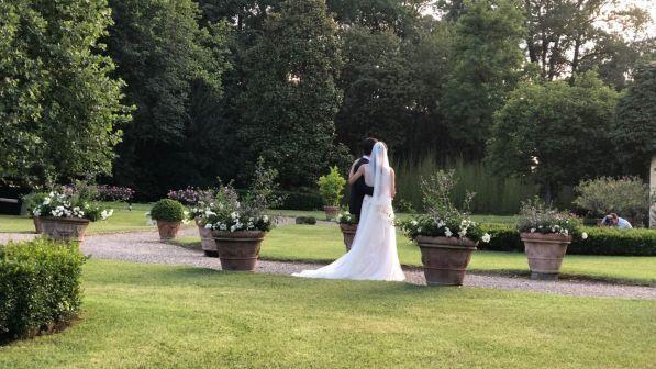 Ancona, matrimonio finisce in rissa: lo sposo schiaffeggia l'amica della moglie