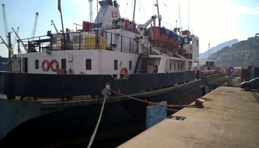 Nave moldava bloccata nel porto di Salerno