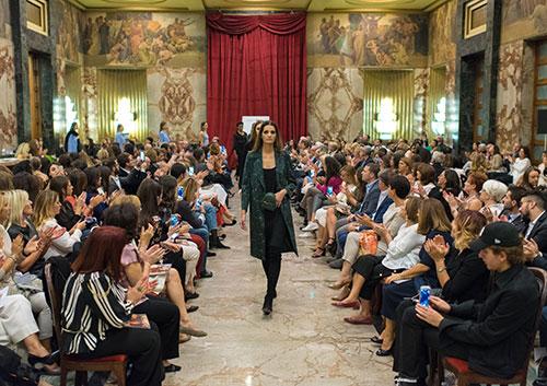 Il Salone dei Marmi di Salerno si trasforma in passerella: moda e beneficenza pro Ail