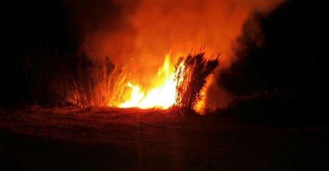 Amalfi, brucia sterpaglie ma provoca un incendio