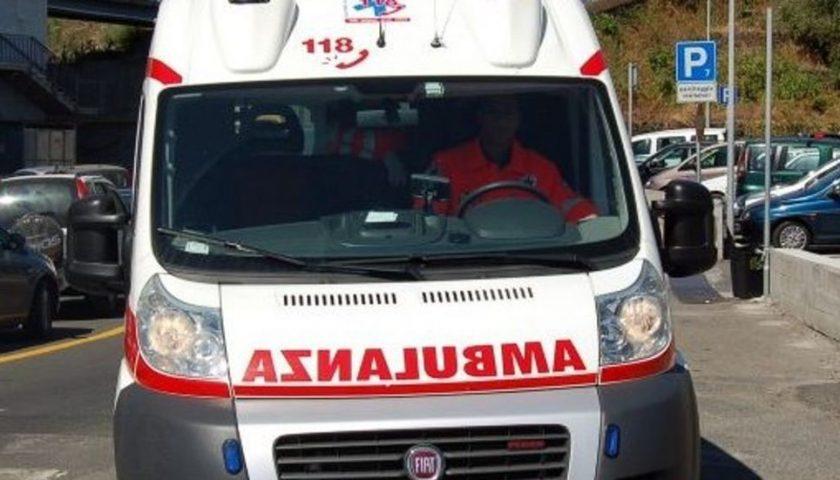 Carambola tra auto sui Picentini: una si ribalta, tre feriti e strada off