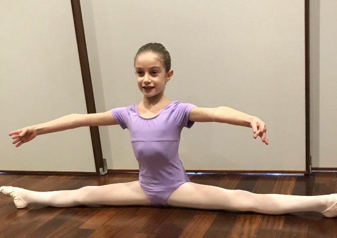 """Andrea Schiavone, allieva della scuola di danza """"Il Balletto"""" ammessa alla scuola di ballo del San Carlo"""
