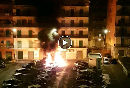 Salerno: auto in fiamme in un parcheggio a Pastena