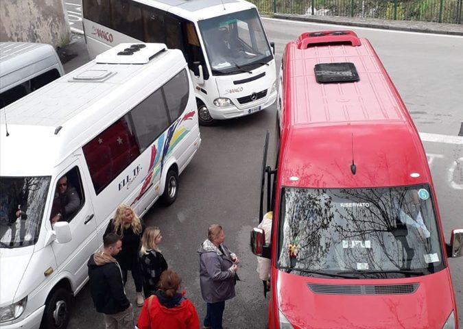 Ravello, ancora caos e disagi ad aree manovra bus: referenti SITA annunciano sospensione servizio