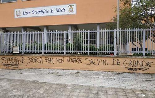 «Studia la storia», indagini sulla scritta contro Salvini a Battipaglia