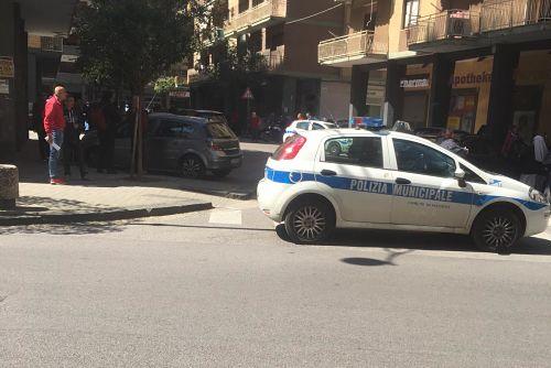 Tragedia in via Matteo Avallone a Pastena, uomo precipita nel vuoto dal 5° piano