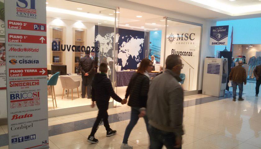 Salerno: taglio del nastro per la nuova agenzia Bluvacanze al Centro Commerciale Siniscalchi