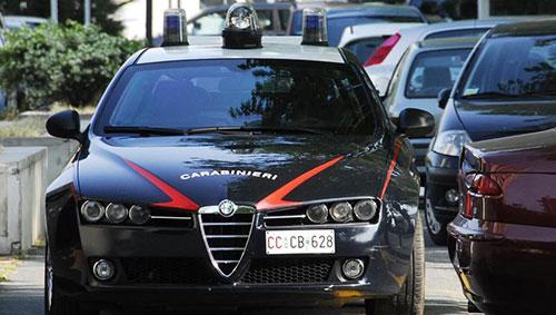 Bucava le ruote dell'auto di una dipendente comunale di Baronissi, ripreso dalle telecamere e denunciato