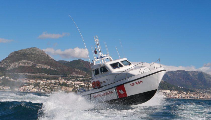 Catamarano in difficoltà: otto turisti tedeschi tratti in salvo dalla Guardia Costiera di Salerno