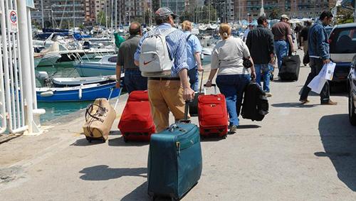 Covid, per il ministro Garavaglia gli italiani possono pensare a prenotare le vacanze estive