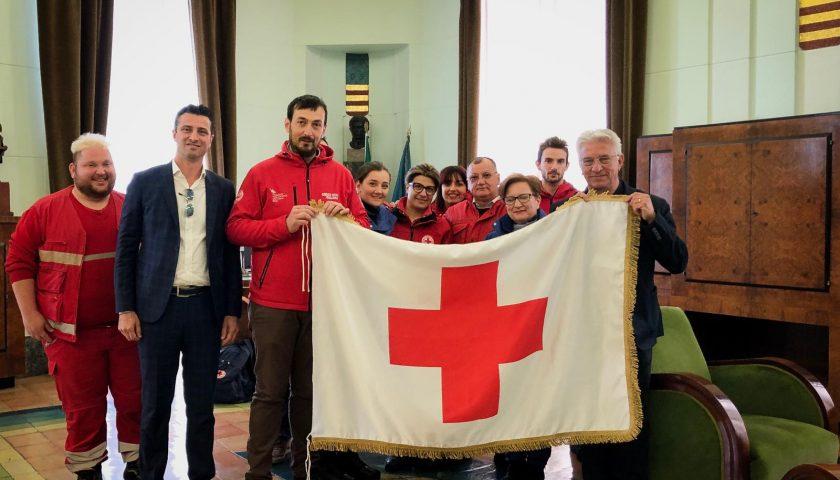 Giornata Mondiale della Croce Rossa: anche a Salerno sventola a palazzo di città la bandiera cara ad Henry Dunant ed a tutti i volontari del mondo