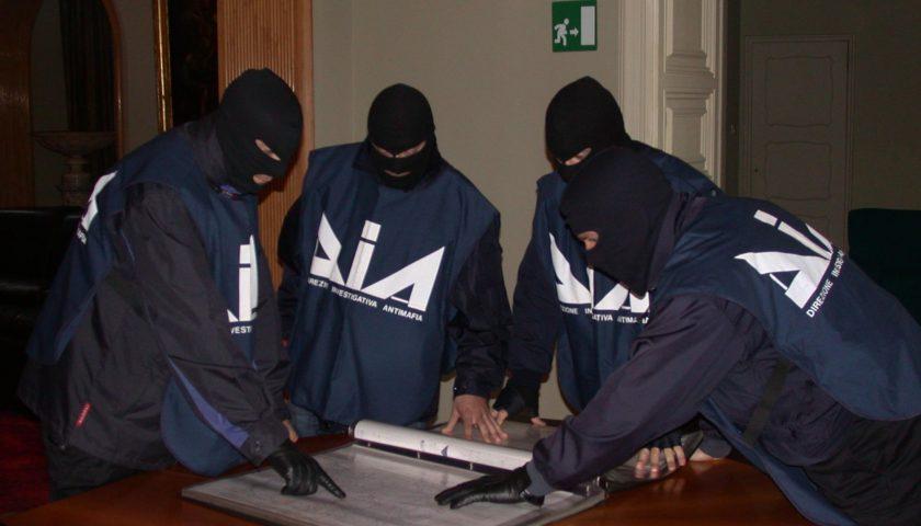 Blitz della Dia a Cava de' Tirreni, commerciante di abbigliamento sotto usura del clan denuncia lo strozzo agli inquirenti
