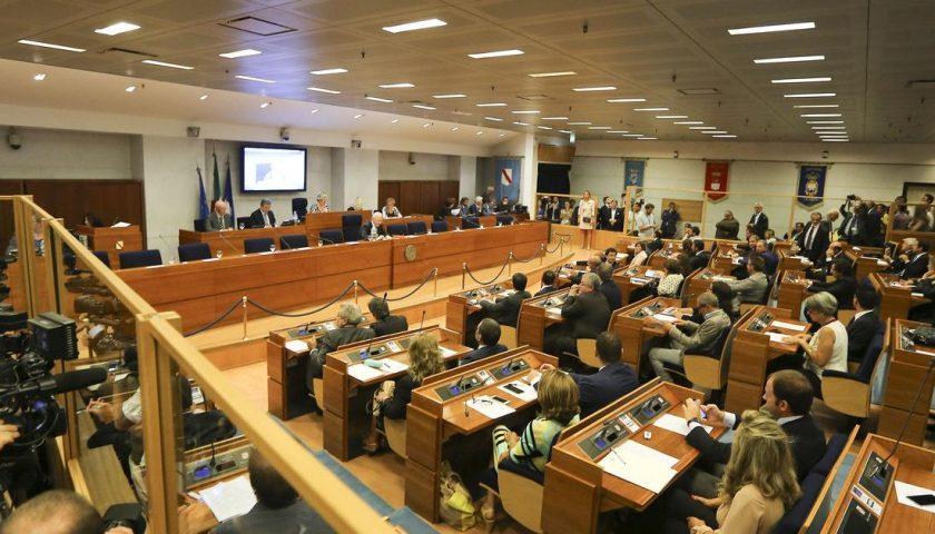 Il Consiglio Regionale della Campania ha approvato il taglio ai vitalizi: risparmi per 2 milioni di euro