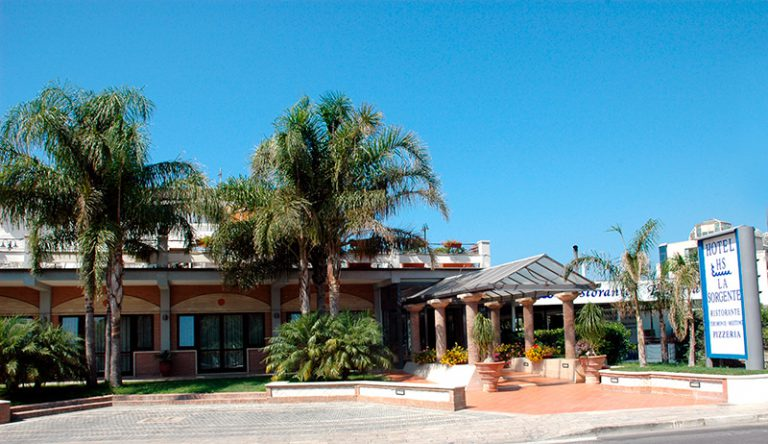 Hotel La Sorgente***: il proprietario e gestore Carmine Iaquinandi cede il testimone a sua figlia Loredana