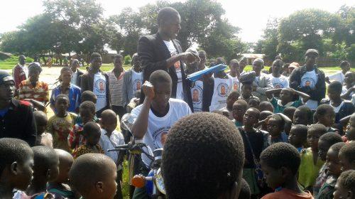 Dal Cilento all'Africa, il candidato indipendente che corre in bici e sui social