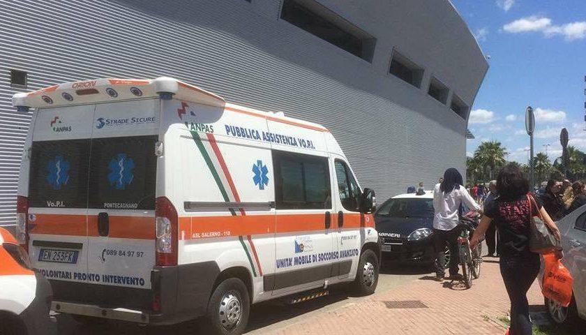 Pontecagnano: assalto a blindato portavalori al centro commerciale, ferita guardia giurata