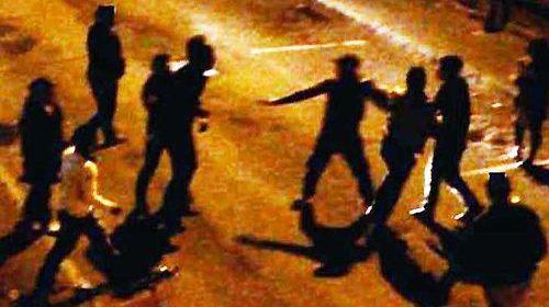 Rissa nella notte in piazza Pezzullo a Eboli: fuggi fuggi e feriti