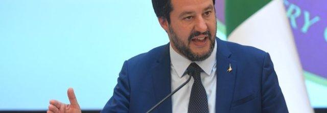 Le cinque tappe di Salvini in Campania, anche tour da Padre Pio al Vesuviano