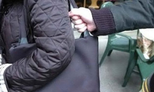 Scippi e borseggi agli anziani, nei guai due giovani di Baronissi e Fisciano: minorenne in comunità e 18enne spedito fuori regione