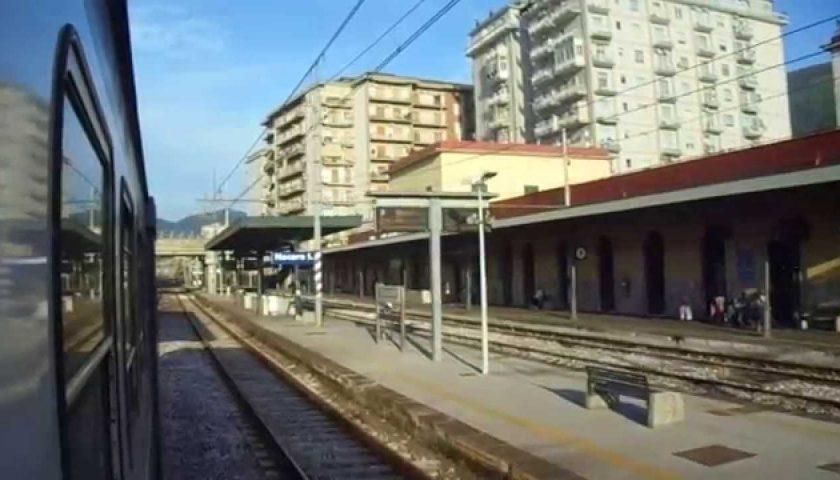 Molestie sulla minore alla stazione, 22enne nei guai