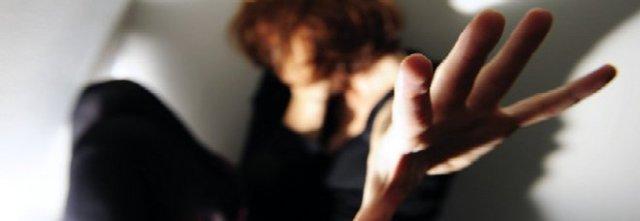 Tenta di aggredire la compagna con una roncola in una clinica a Vibonati: arrestato 24enne di Sapri