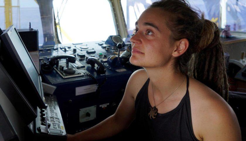 Sea Watch, migranti sbarcati a Lampedusa. Arrestata la comandante