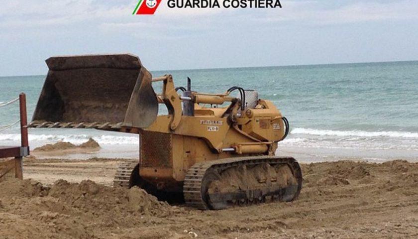 Salerno, mezzi meccanici in spiaggia: scattano le sanzioni della Guardia Costiera
