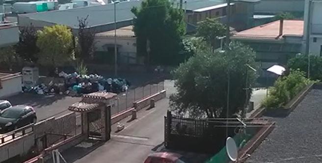 Pagani. Cumuli di rifiuti in città, l'Aspa nel mirino