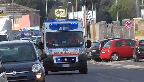 Strada chiusa, finisce contro auto in sosta: tragedia sfiorata a Pontecagnano