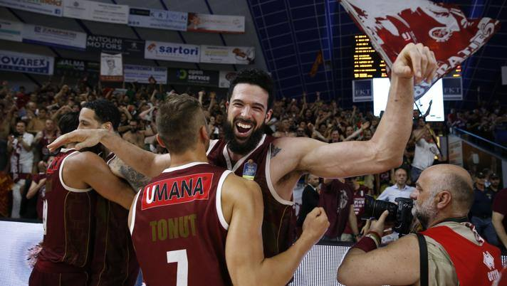 Basket, Apoteosi Venezia: 87-61 contro Sassari in gara-7 e quarto tricolore