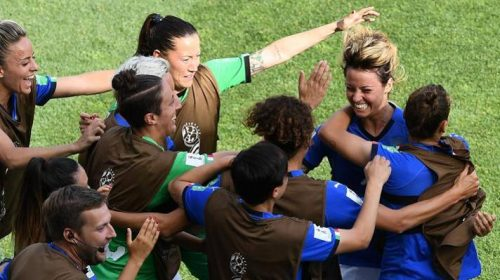 Tutti pazzi per l'Italia femminile, le azzurre battono la Cina e volano ai quarti