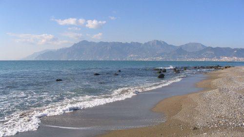 """Mare sporco a Salerno, Cammarota: """"Rifiuti da isolare con un cordone di gomma"""""""