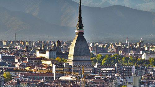 Covid 19, coprifuoco anche in Piemonte. In Calabria scuole chiuse da lunedi