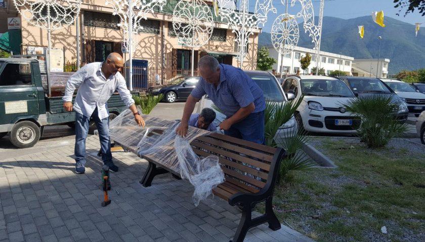 Sant'Egidio del Monte Albino, installate le nuove panchine a Piazza De Ruggiero ad Orta Loreto
