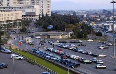 Impossibile parcheggiare al Ruggi, scatta la protesta