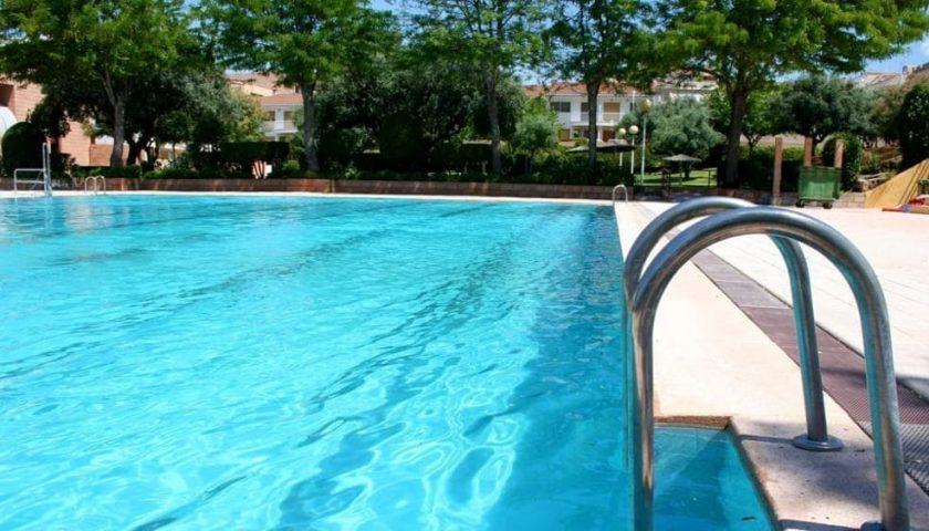 Tragedia sfiorata a Pontecagnano, 30enne colto da malore in piscina