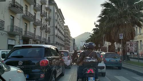 Smog a Salerno, rimodulata l'ordinanza sulla circolazione: niente stop per i veicoli diesel euro 4