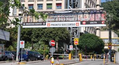 """Unità di Chirurgia Toracica del Ruggi, il professore De Crescenzo: """"E' funzionale e abbiamo fatto richiesta di 3 medici"""""""