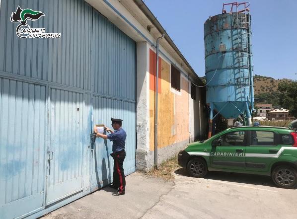 Rifiuti ed emissioni in atmosfera, sequestrata fabbrica di vernici ad Atena Lucana