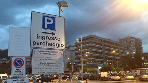 Sosta meno cara a Salerno dalle 21 alle 6, Ass. De Maio: «Aspettiamo Piazza Libertà»